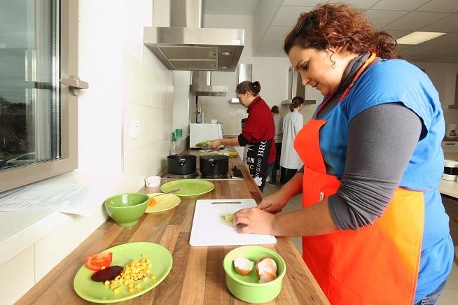 séance de formation dans la cuisine pédagogique du centre de formation CLPS à Quimper