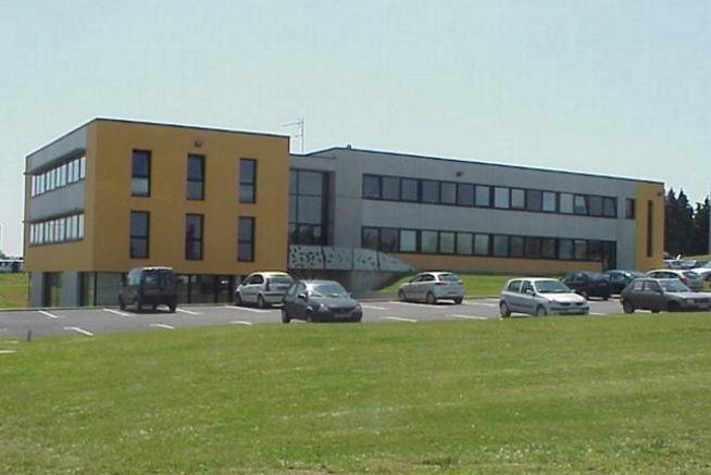 vue extérieure du siège social du centre de formation CLPS à Le Rheu près de Rennes (35)