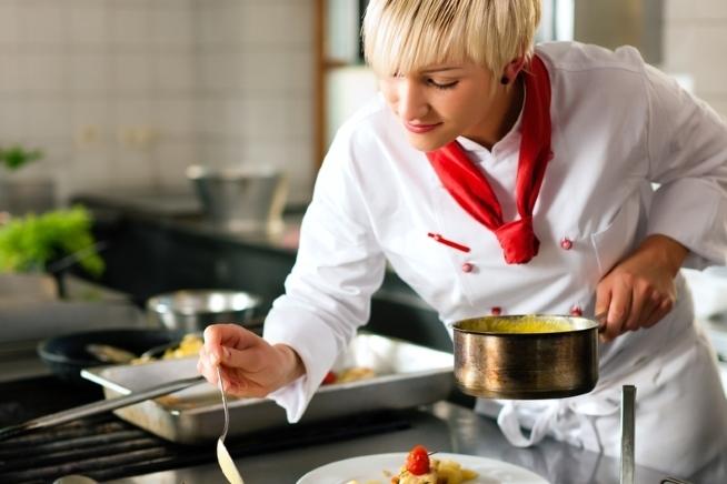 formation commis de cuisine en restauration en contrat de professionnalisation en Bretagne au CLPS